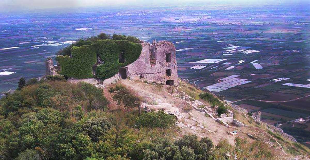 Foto aerea Castello di Mondragone - Monte Petrino